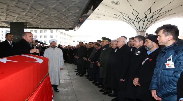 Devletin Zirvesi Uğurladı! Erdoğan, Afrin Şehidinin Tabutu Başında Kararlılık Mesajı Verdi