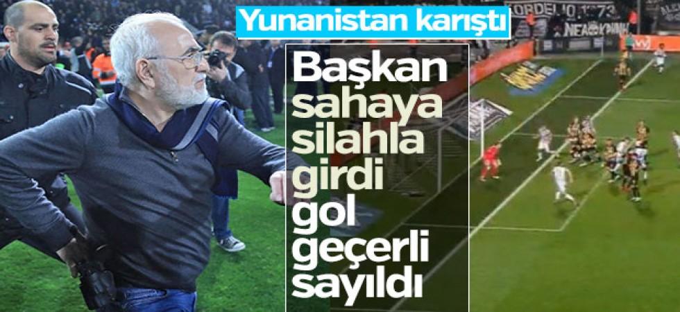 PAOK'un golü sayılmadı başkan sahaya silahla girdi
