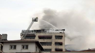 Karaköy'de 7 katlı binada yangın