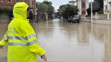 Avrupayı Vuran Fırtına Büyük Hasara Yol Açtı