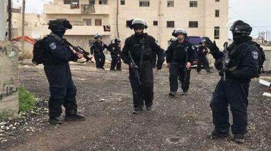 İsrail Askerleri 36 Filistinliyi Gözaltına Aldı