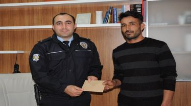 Hamallık Yapan Vatandaş, Bulduğu Parayı Polise Teslim Etti