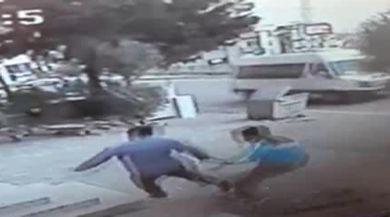 Hırsızlar Market Çalışanını Bıçakladı