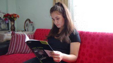 Sürekli Karnı Guruldayan Genç Kız Hayata Küstü