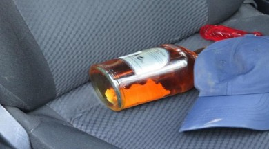 Kadın sürücüyü sıkıştırdı,  Alkollü Maganda Ortalığı Birbirine Kattı