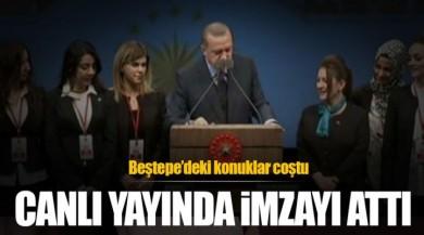 Cumhurbaşkanı Recep Tayyip Erdoğan Canlı Yayında İmzayı Attı.