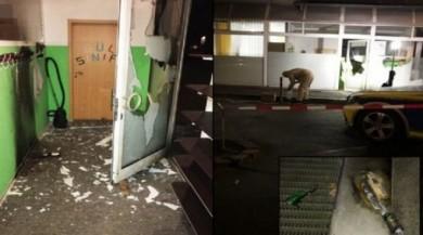 Teröristler Almanya'da camiye molotof attı