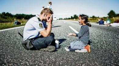 Danimarka, küçük mülteci kızı kabul ediyor.