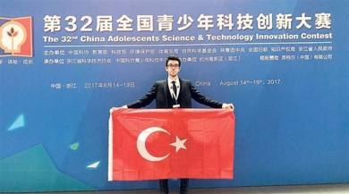 Türk öğrenci Mert Akyürekli Çin'de Dünya birincisi oldu