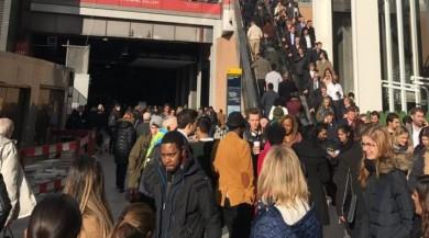 İngiltere'nin Başkenti Londra'da Bomba Paniği Polis Önlem Alıyor!